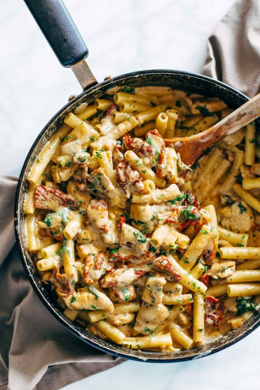 Sun-Dried-Tomato-Chicken-Pasta-with-Spinach