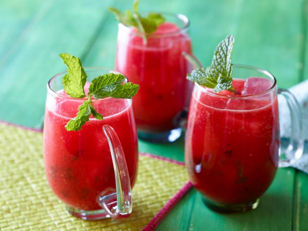 VM0104_Watermelon-and-Mint-Agua-Fresca_s4x3.jpg.rend.hgtvcom.616.462